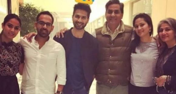 Newswrap, February 27: Shahid Kapoor's unseen family pics, late Irrfan's old messages to Babil & more - PINKVILLA